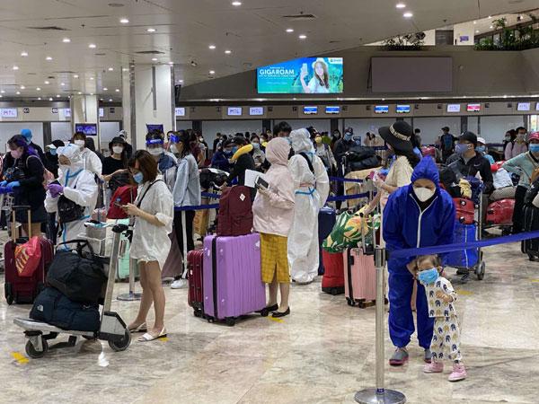 Hỗ trợ đưa gần 200 công dân Việt Nam từ Philippines về nước