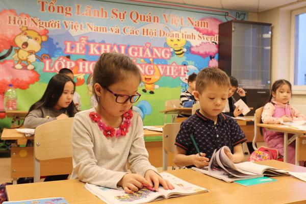 Vai trò của công tác dân vận trong việc tổ chức lớp học tiếng Việt tại thành phố Ekaterinburg, LB Nga