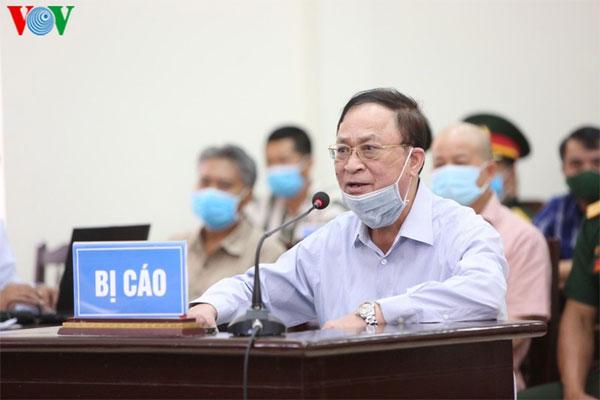 Đô đốc Nguyễn Văn Hiến hầu tòa, được ngồi khai báo vì lý do sức khỏe