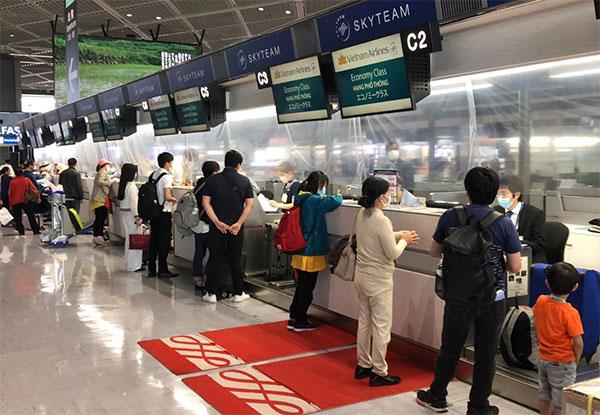 ĐSQ Việt Nam tại Nhật Bản phối hợp đưa hơn 340 công dân về nước trong ngày 25/5