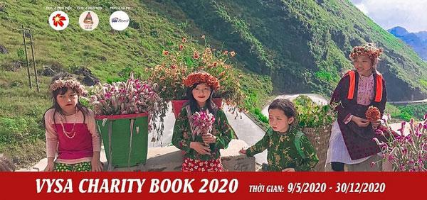 Người Việt trẻ tại Nhật Bản trao một quyển sách, gửi vạn yêu thương