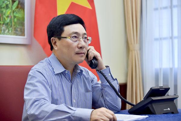 Phó Thủ tướng Phạm Bình Minh điện đàm với Bộ trưởng Ngoại giao Nga Sergei Lavrov