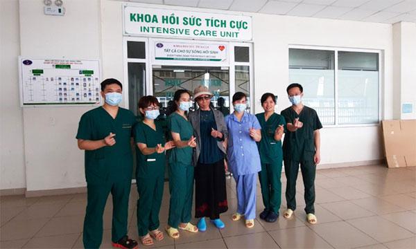 Bệnh nhân Covid-19 nặng nhất miền Bắc xuất viện