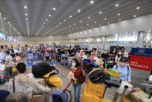 Đưa gần 300 công dân Việt Nam từ Nga về nước