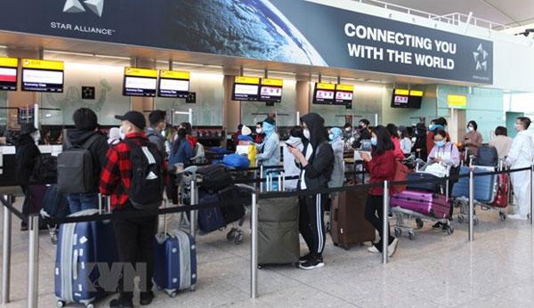 Dịch COVID-19: Đưa hơn 340 công dân Việt Nam từ Anh về nước
