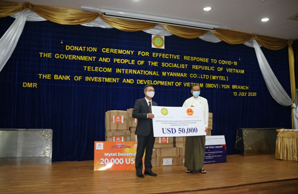 Chính phủ Việt Nam trao quà ủng hộ Myanmar trong công tác phòng chống đại dịch Covid-19