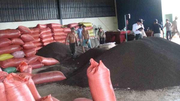 """Bộ Công Thương """"giải cứu"""" 58 container hồ tiêu mắc kẹt ở Nepal"""
