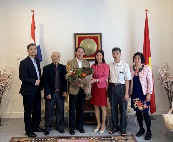 Đại sứ Phạm Việt Anh tiếp Lãnh đạo Hội Việt kiều thành phố The Hague, Hà Lan