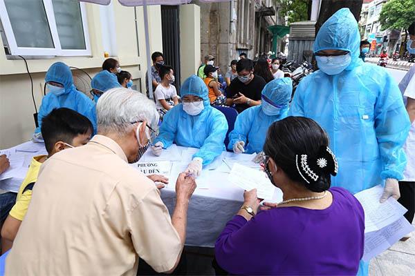 Việt Nam thêm 4 ca dương tính, tổng cộng có 590 ca mắc COVID-19