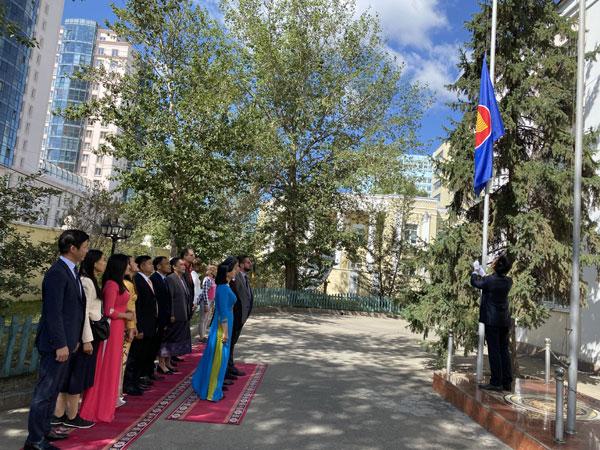Lễ thượng cờ kỷ niệm 53 năm thành lập ASEAN tại Mông Cổ