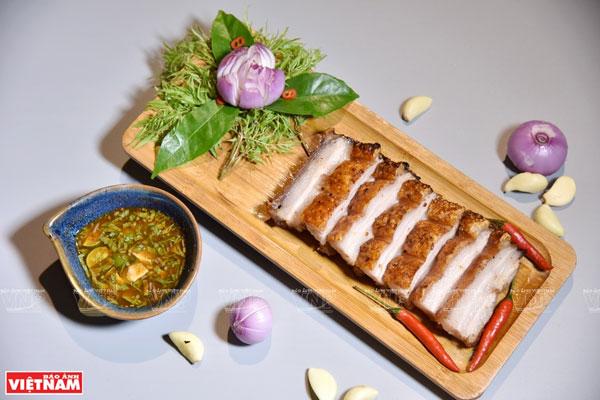 Thịt quay đòn gánh làng Đường Lâm
