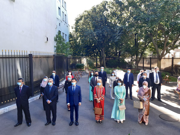 Lễ thượng cờ kỷ niệm 53 năm thành lập ASEAN tại Ucraina