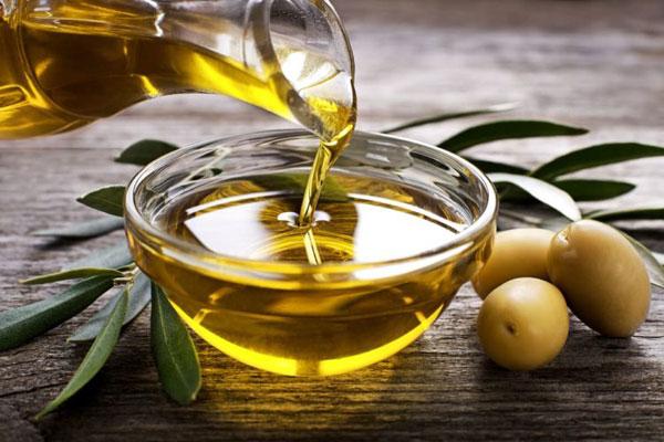 15 bí quyết làm đẹp với dầu oliu