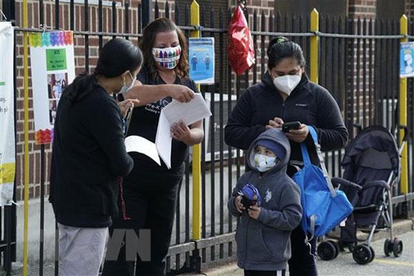 Báo cáo mới: Gần 280.000 học sinh Mỹ nhiễm virus SARS-CoV-2