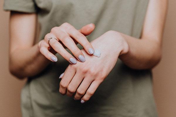 Không chỉ có da mặt, đây là những vùng cơ thể cũng cần được thoa kem chống nắng