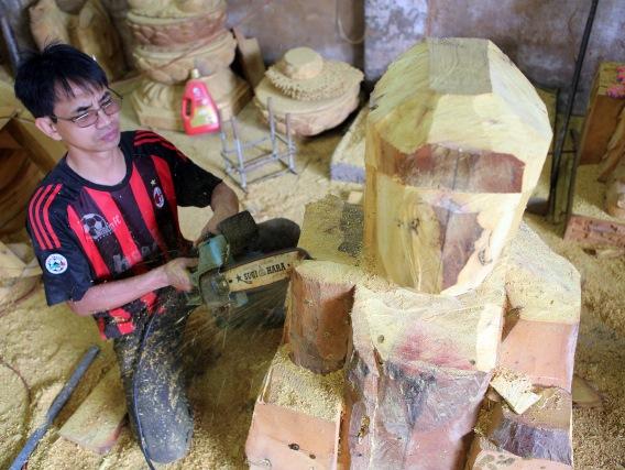 Làng điêu khắc tượng gỗ