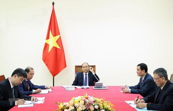 Thủ tướng Nguyễn Xuân Phúc điện đàm với Thủ tướng Nhật Bản Suga