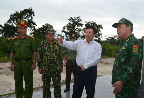 Phó Thủ tướng Phạm Bình Minh kiểm tra tình hình biên giới, thăm BĐBP Đắk Lắk