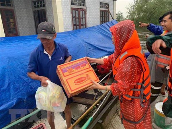 Bưu điện Việt Nam miễn cước chuyển hàng cứu trợ đến người dân vùng lũ