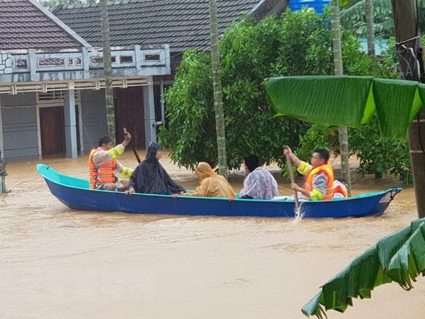 Cộng đồng Việt Nam tại Campuchia quyên góp ủng hộ đồng bào miền Trung