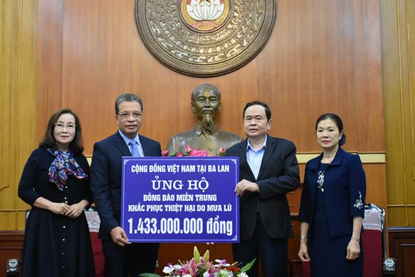 Cộng đồng người Việt Nam ở nước ngoài ủng hộ đồng bào miền Trung gần 12 tỷ đồng