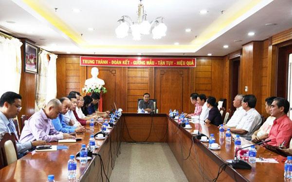 Người Việt tại Lào đóng góp ý kiến vào dự thảo văn kiện Đại hội Đảng