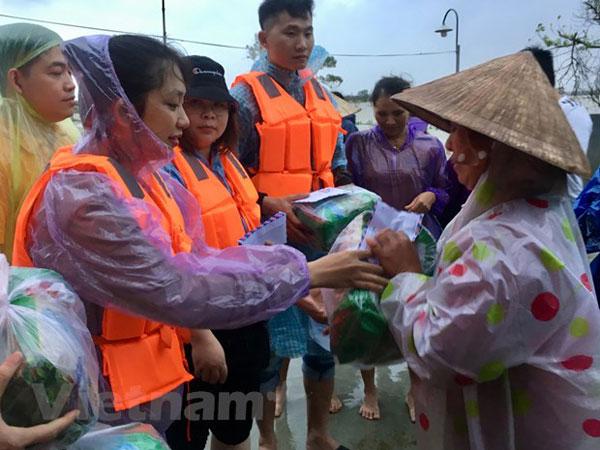 Lưu học sinh Việt Nam tại Trung Quốc hướng về đồng bào miền Trung
