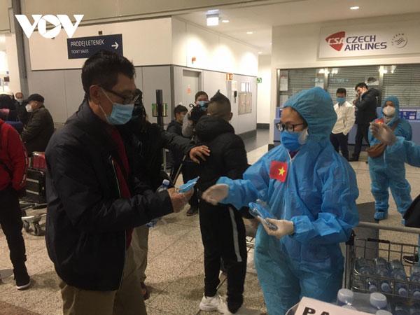 Chuyến bay từ Séc chở 290 công dân Việt Nam ở Đông Âu về nước