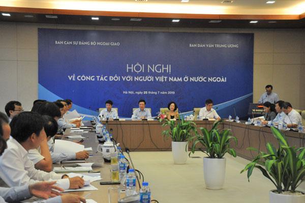 Tiếp tục đẩy mạnh công tác vận động, hỗ trợ người Việt Nam ở nước ngoài gắn kết với quê hương