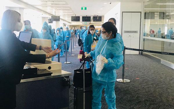 Đưa hơn 280 công dân Việt Nam từ Úc về nước an toàn