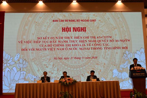 Tăng cường công tác thông tin, thúc đẩy dạy và học tiếng Việt cho kiều bào nhằm giữ gìn, phát huy bản sắc văn hóa dân tộc