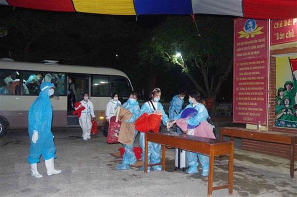 Đưa hơn 210 công dân Việt Nam từ Nhật Bản về nước an toàn