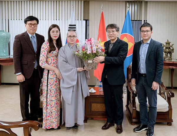 Đại sứ quán Việt Nam sát cánh cùng cộng đồng và bà con Phật tử Việt Nam tại Hàn Quốc