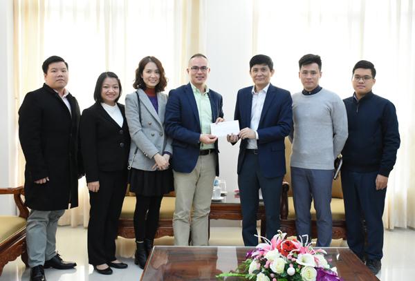 Hội Thanh niên Sinh viên Việt Nam tại Mỹ quyên góp ủng hộ đồng bào miền Trung