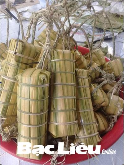 Nhớ đòn bánh tét lá dừa nước