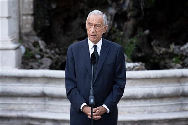 COVID-19: Tổng thống Bồ Đào Nha tự cách ly, Thụy Sĩ gia hạn phong tỏa