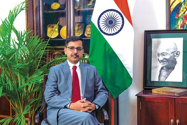 Đại sứ Ấn Độ tại Việt Nam trao tượng trưng quà ủng hộ nhân dân chịu thiệt hại do lũ lụt các tỉnh miền Trung Việt Nam
