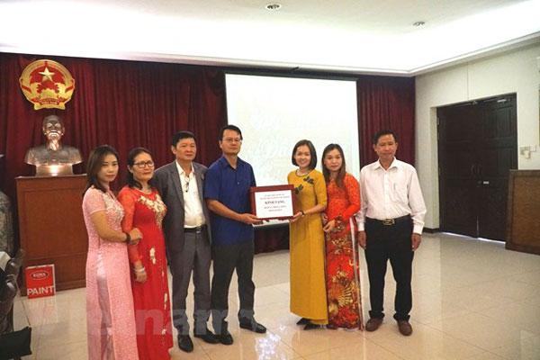 ĐSQ Việt Nam tại Malaysia hỗ trợ công tác chống dịch cho cộng đồng