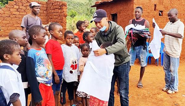 Phạm Quang Linh - Chàng trai Việt Nam làm từ thiện ở châu Phi