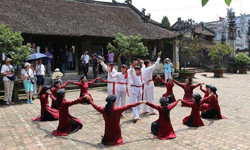 """""""Hát Xoan làng cổ""""- Sản phẩm du lịch đặc trưng tại Giỗ Tổ Hùng Vương"""