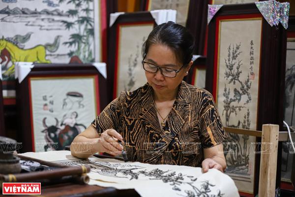 Nghệ nhân Nguyễn Thị Oanh – Người giữ gìn dòng tranh Đông Hồ