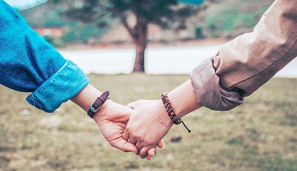 Tìm một ai đó... giống anh