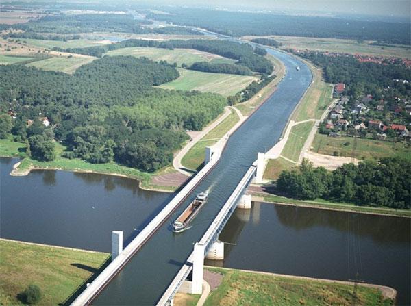 Cầu nước độc đáo ở Đức