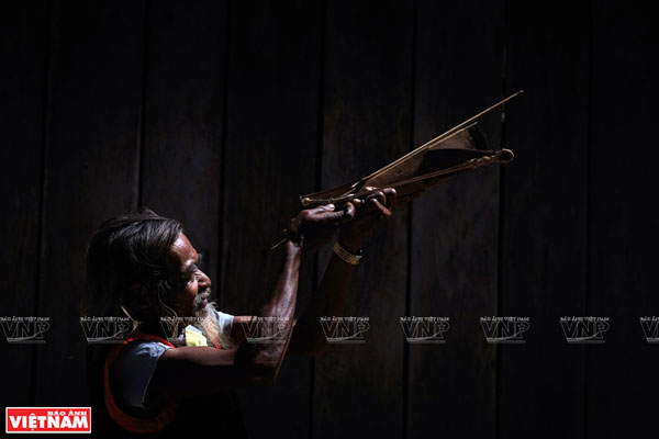 Chamalea Âu - nghệ nhân gìn giữ tiếng đàn Chapi của đồng bào Raglay