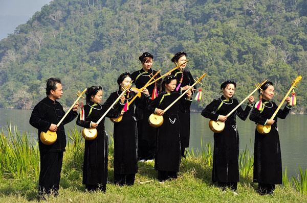 Áo dài Tày và câu chuyện bảo tồn trang phục dân tộc thời đại 4.0