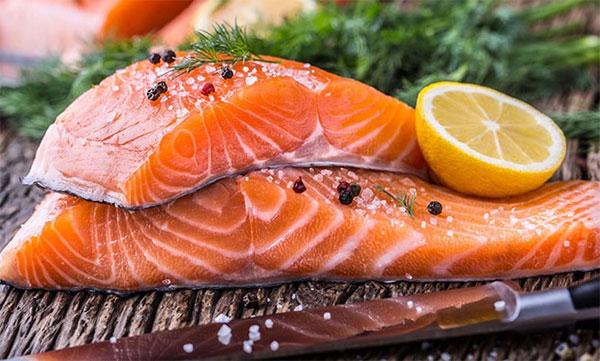 Ăn cá có thể giúp giảm các biến cố tim mạch