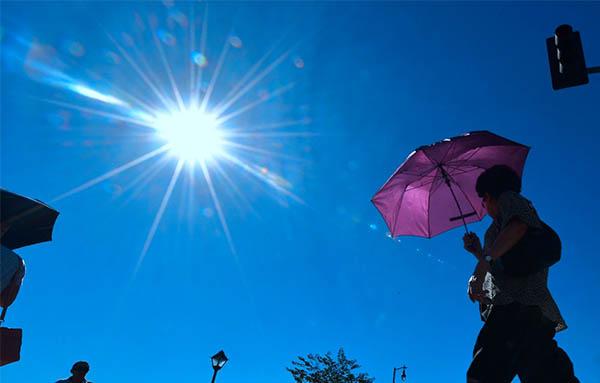 Miền Tây nước Mỹ trải qua đợt nắng nóng kỷ lục, nhiệt độ gần 50 độ C