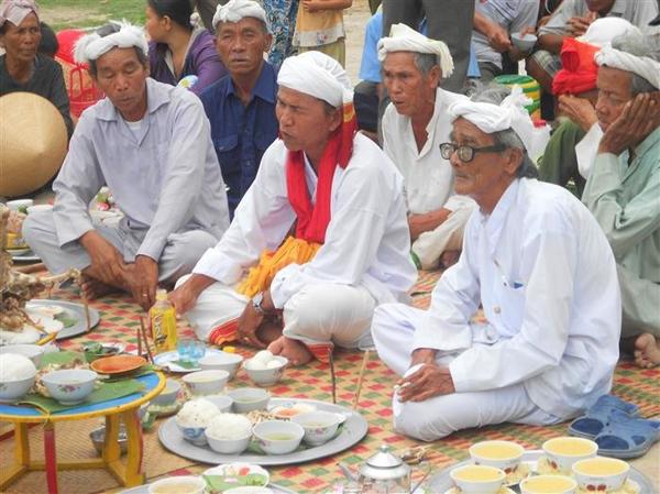 Những phép tắc ứng xử trong văn hóa ăn uống của Chăm