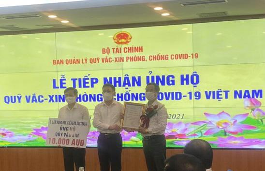 Ông Lâm Hồng Huy, kiều bào tại Úc, ủng hộ 10 ngàn AUD cho Quỹ vaccine phòng chống Covid-19