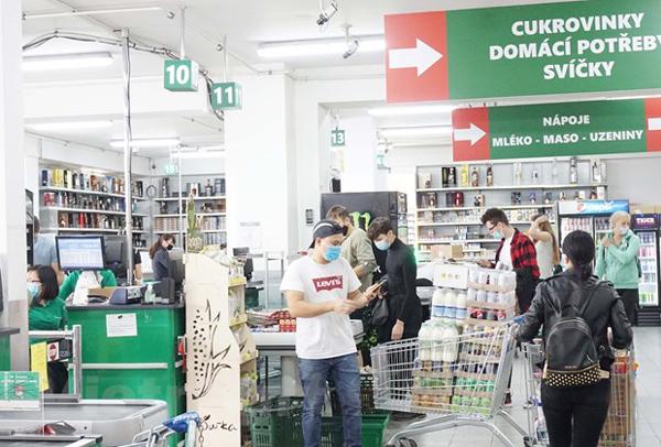 Doanh nghiệp Việt tại Séc vượt khó cùng cộng đồng chống COVID-19